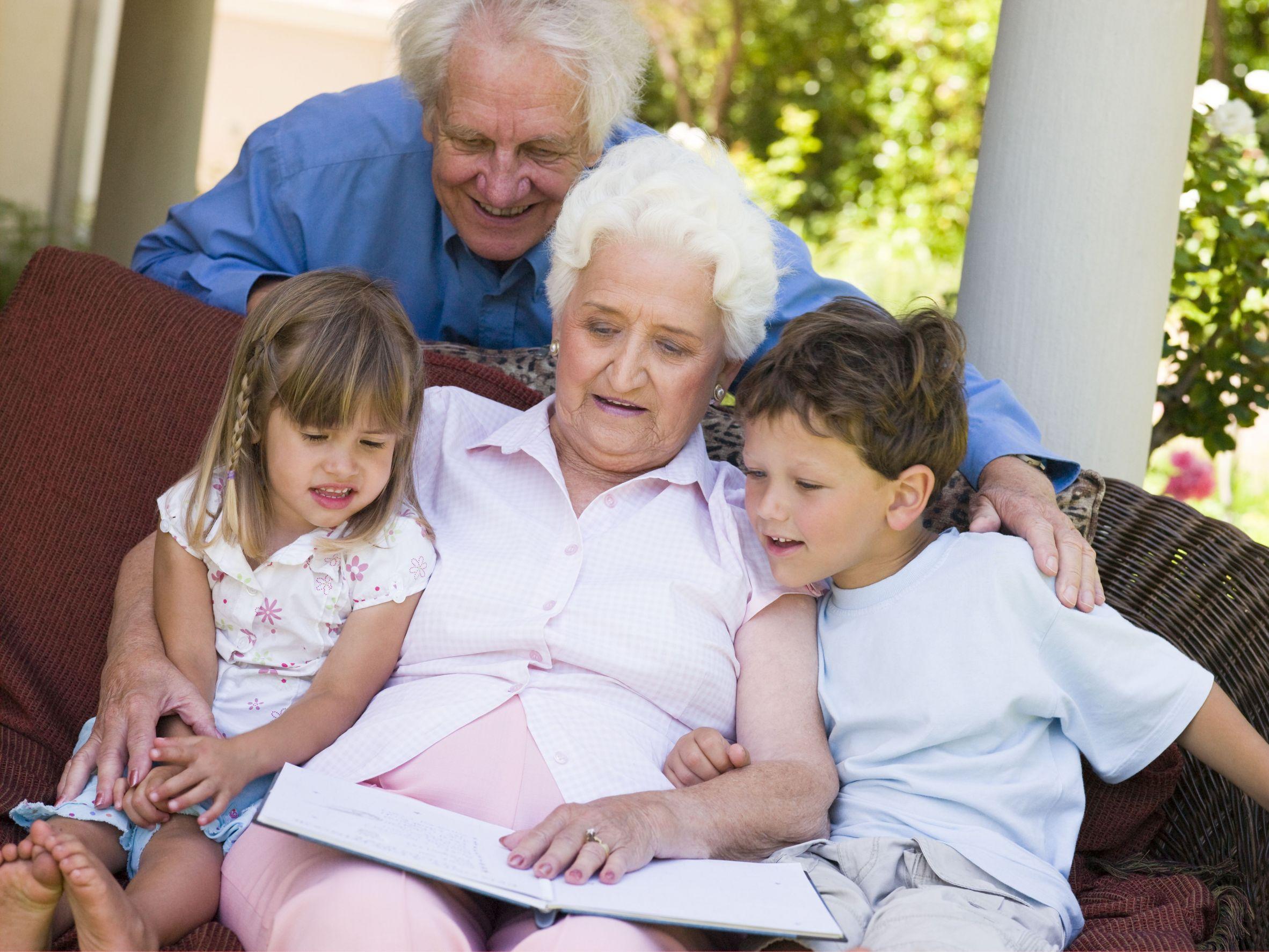 Фото дедушка и внучка 25 фотография